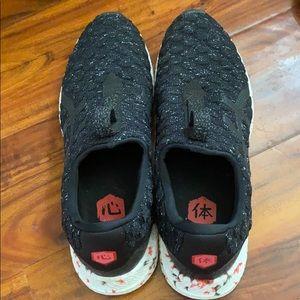 HYPERGEL running shoe
